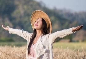 vietnamese-female-farmer-wheat-harvest_1150-9381
